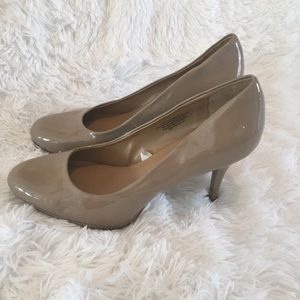 Patent Nude Pumps